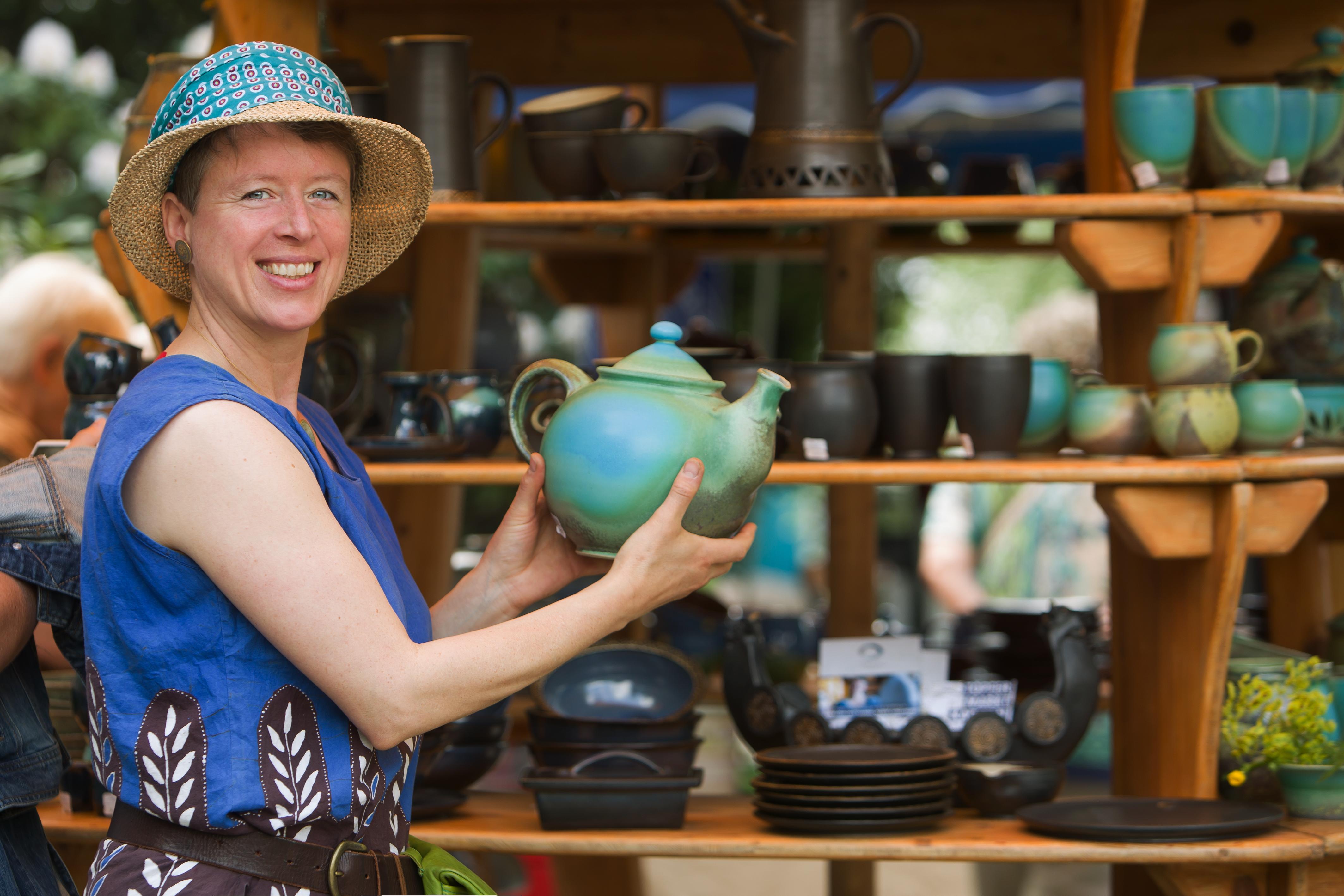 Keramik beim Töpferkunstmarkt der Späth'schen Baumschulen in Berlin - Pressefoto, 6,14 MB