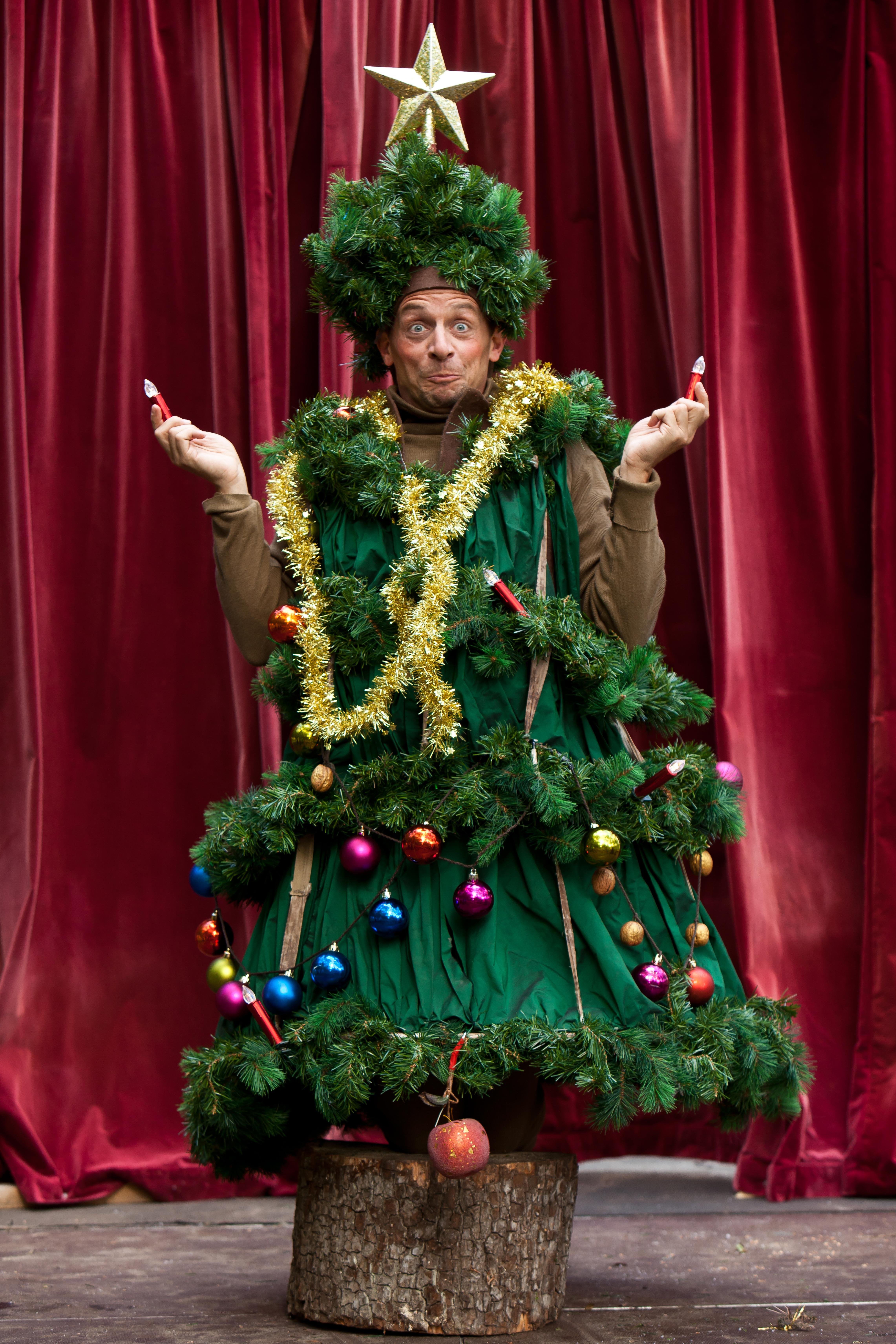 Weihnachtsdorf in den Späth'schen Baumschulen mit dem Monbijou-Theater in der Märchenhütte, 17,7 MB