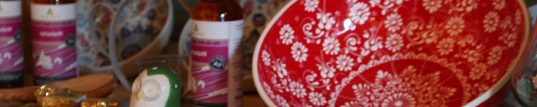 Bio-Käse, Wurst und Brot, hochwertige Lebensmittel, Keramik, Schokolade und Geschenkideen