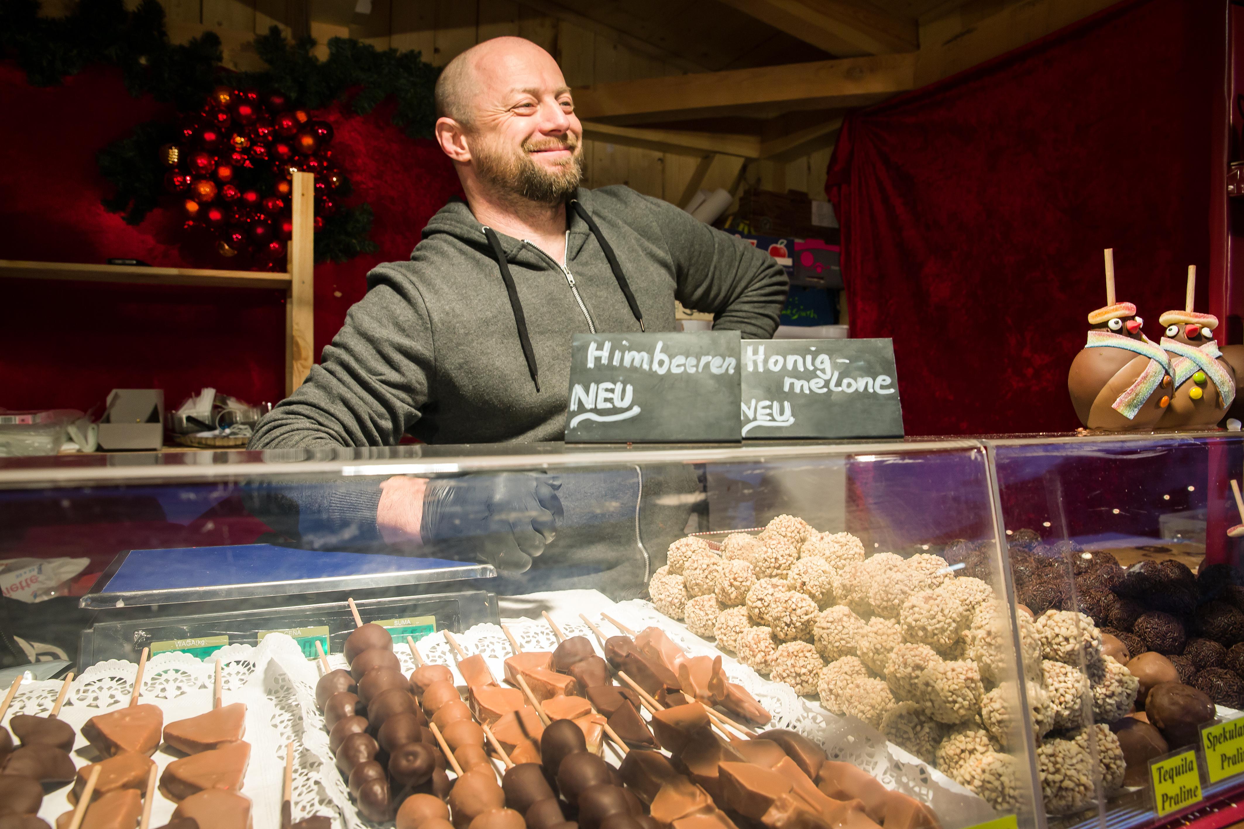 Aussteller mit Schokolade-Spezialitäten beim Winterdorf an der Märchenhütte
