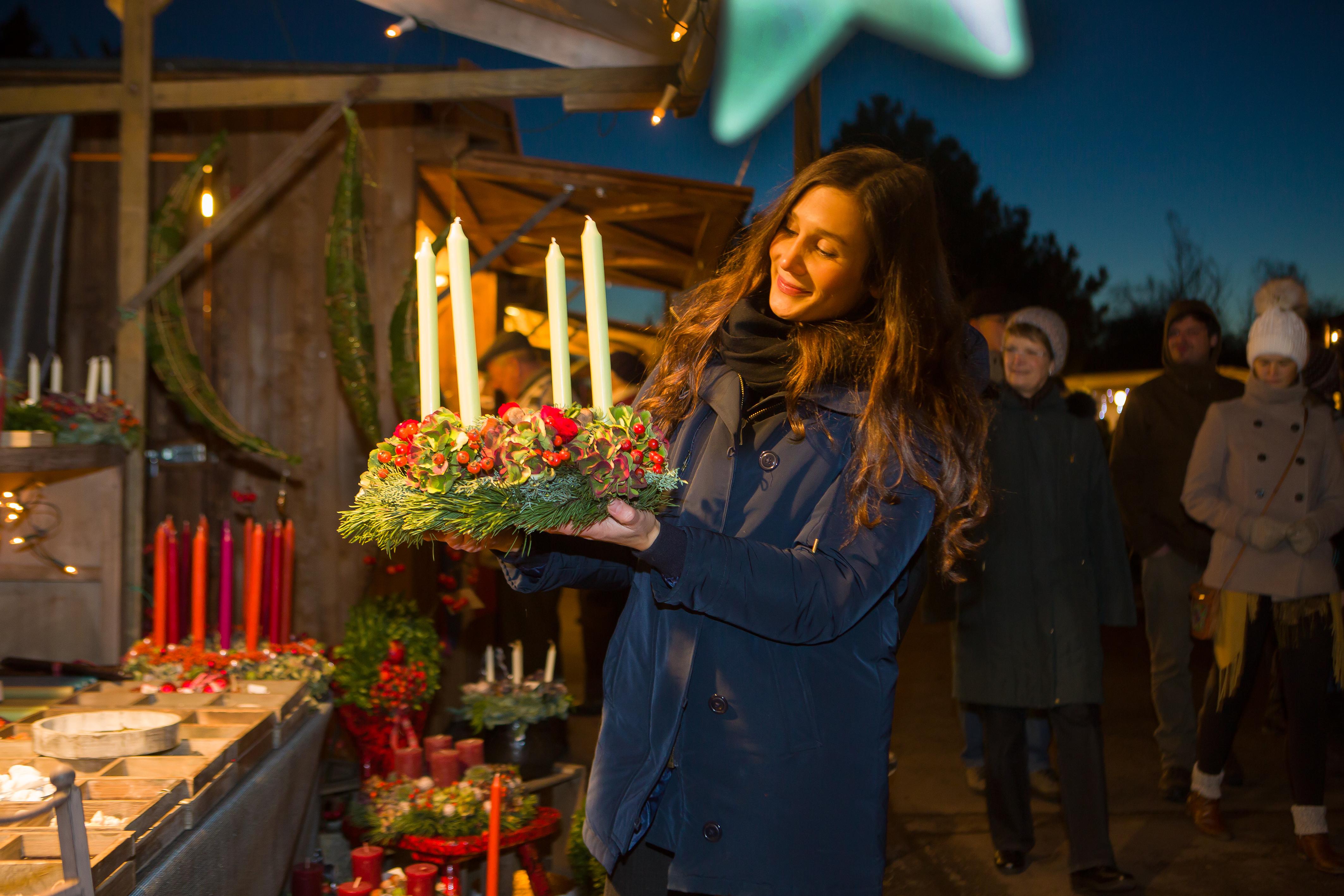 Adventskränze beim Weihnachtsmarkt in den Späth'schen Baumschulen