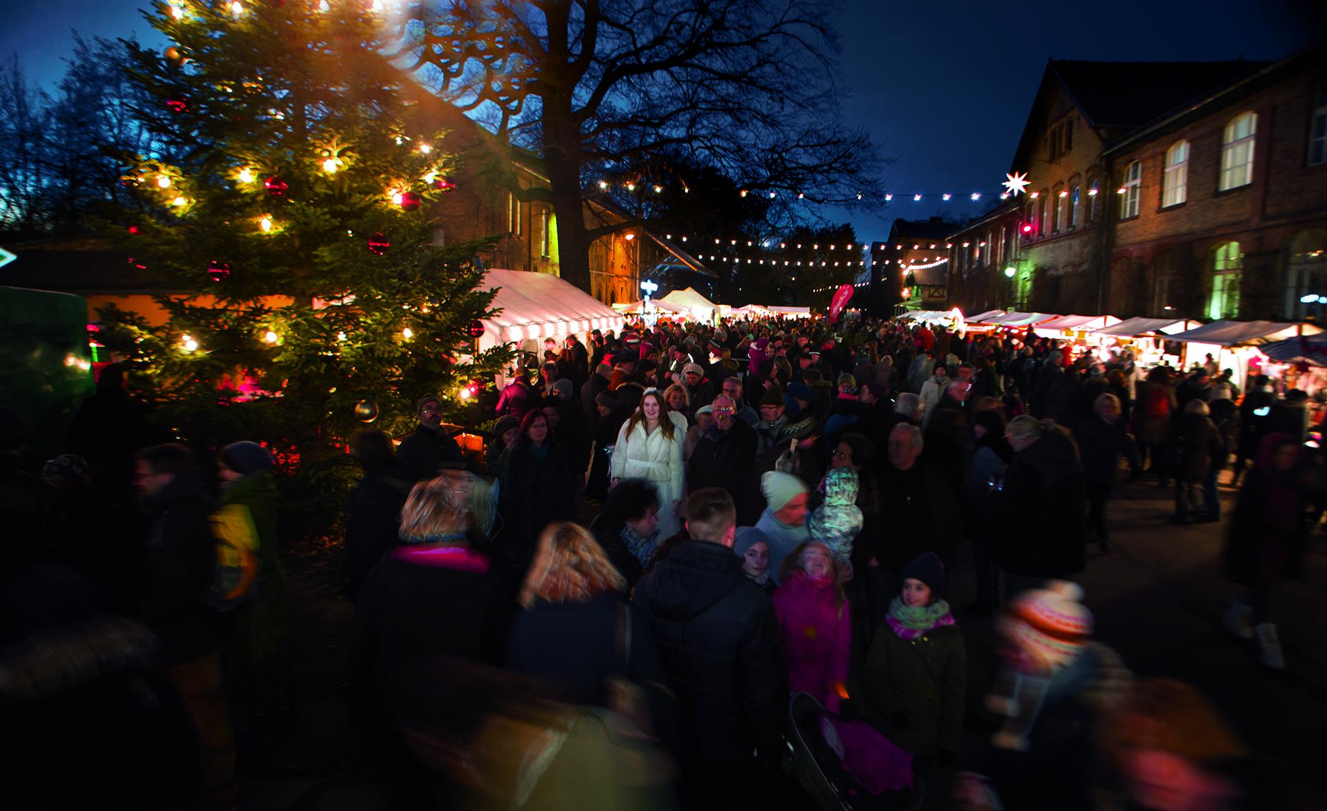 Hof der Späth'schen Baumschulen beim Weihnachtsmarkt