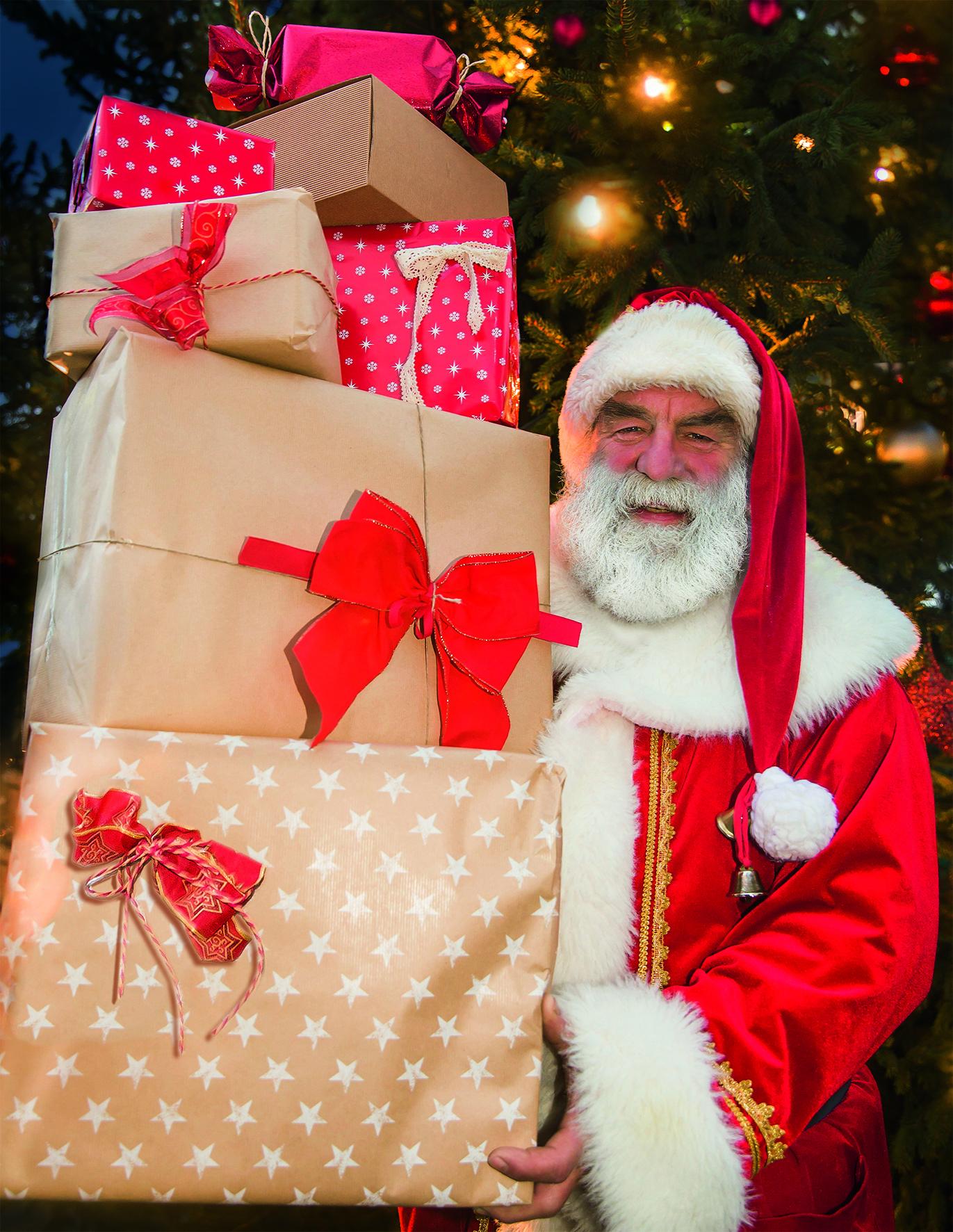 Weihnachtsmann mit Geschenkpaketen
