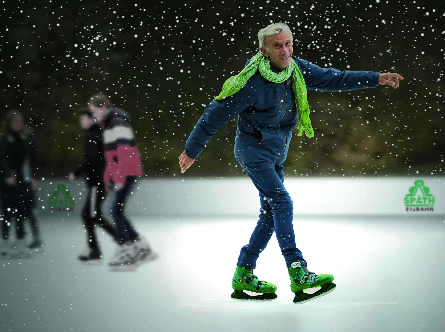 Schlittschuhläufer auf der Eisbahn bei Späth im Schnee