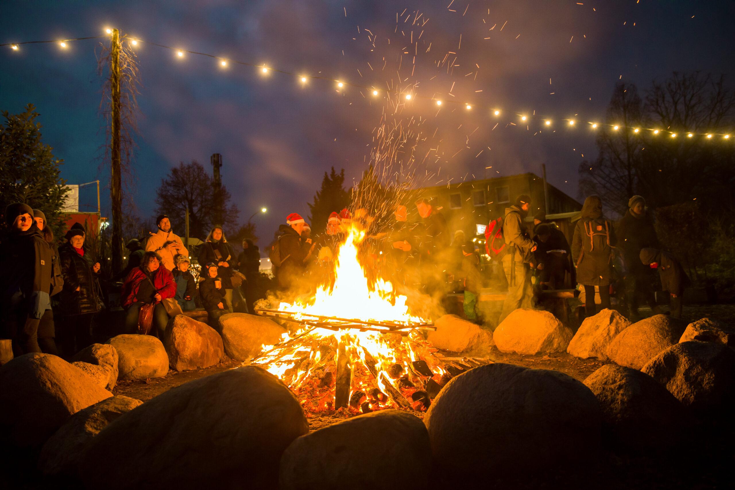 Lagerfeuer beim Weihnachtsmarkt