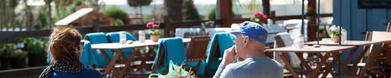 Gäste auf der Terrasse vom Gasthaus Späth