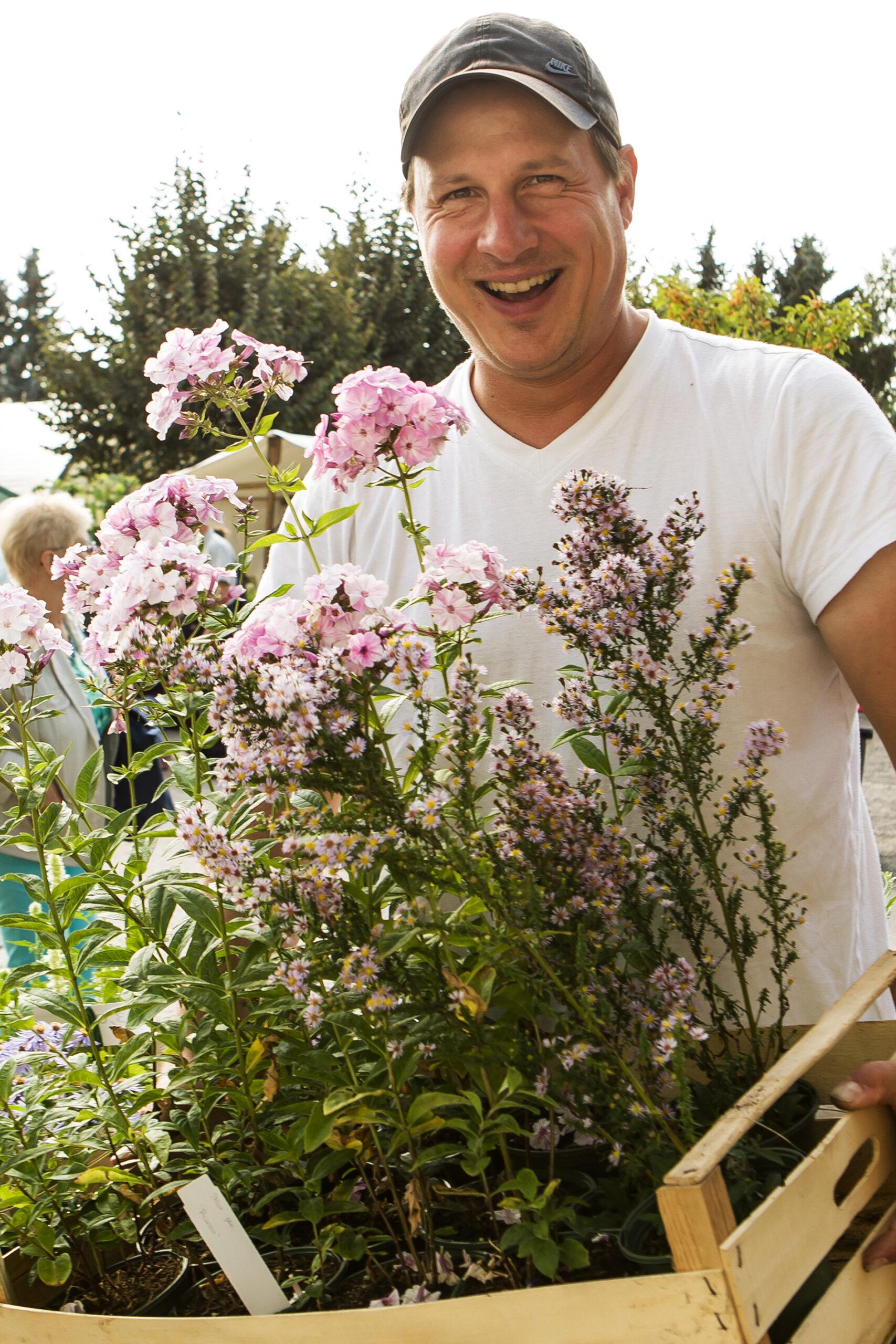 Aussteller beim Traditionsfest mit Herbstblumen